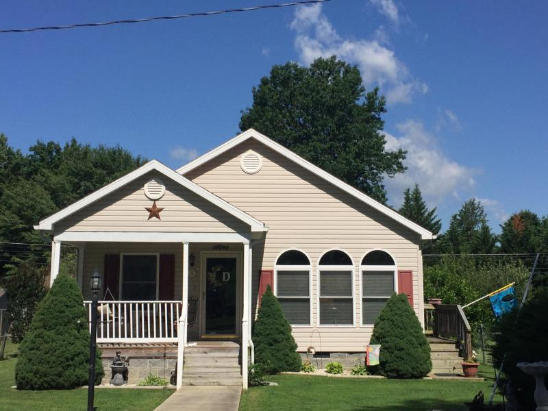 1605 Oak Ave, Buena Vista, VA 24416 MLS #133085  Beautiful like new home, built in 2006. Lovely open flow with vaulted ceilings. Great windows for light. 3 bedrooms 2 baths, large utility. Covered front porch and back deck. Nice level yard with Mountain views. Storage.